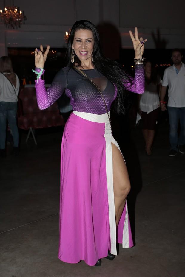 Denise Tacto curte show sertanejo em São Paulo (Foto: Rafael Cusato/Brazil News)