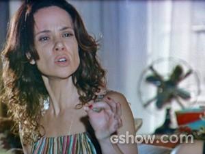 Juliana diz que paga o valor que seja por Bia (Foto: Em Família/ TV Globo)