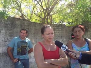 Mãe de detentos está preocupada com situaçãodo filho  na Central de Flagrantes em Teresina (Foto: Juliano Barros/ G1)
