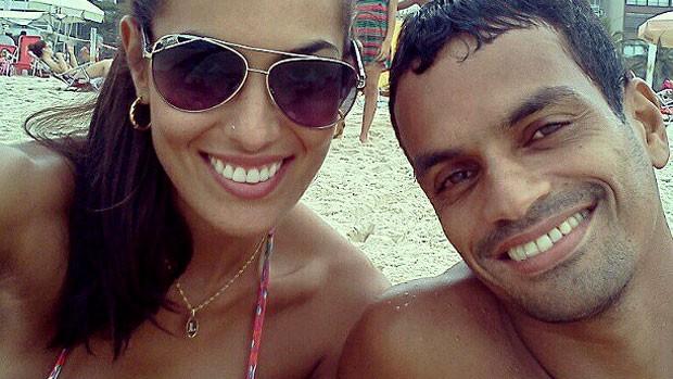 Luciane Escouto e o namorado Alison (Foto: Reprodução / Instagram)