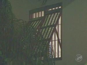 Homem é morto dentro de chácara em Artur Nogueira, SP (Foto: Reprodução/ EPTV)