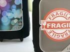 Mala trocada em viagem dá ideia para negócio de capas de bagagem