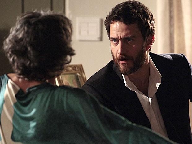 Rodrigo pressiona Melissa com a história de seu sequestro (Foto: Amor Eterno Amor/TV Globo)