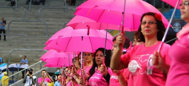 Grêmio faz ação contra o câncer de mama (Foto: Lucas Uebel / Grêmio, DVG)