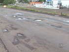 Buracos no asfalto dificultam o tráfego na BR-282, no Oeste de SC
