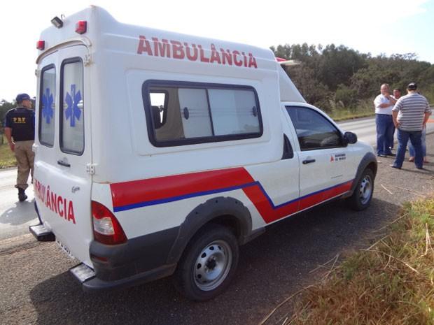 Homem estava dentro da ambulância na BR-040 (Foto: Polícia Civil/Reprodução)