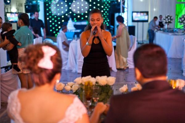 Nos fins de semana, Janaina canta em casamentos - na cerimônia e na festa (Foto: Butique da foto/Divulgação)