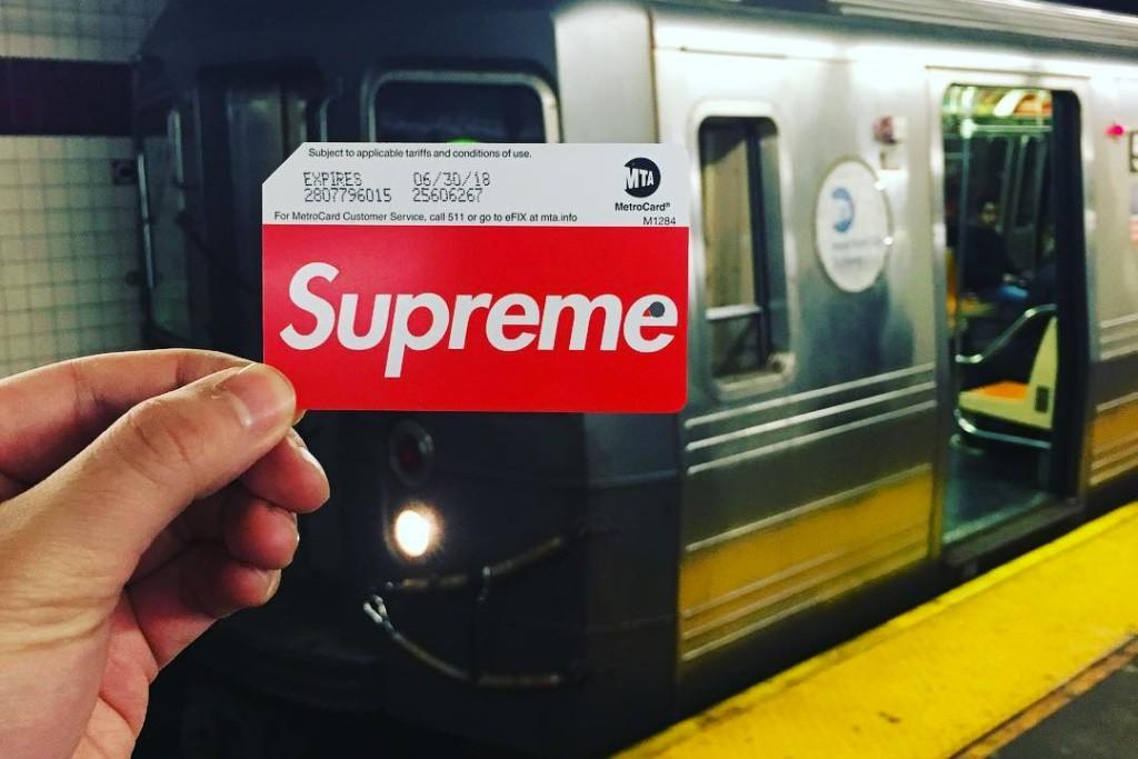 Supreme lança cartão do metrô de Nova York e gera comoção (Foto: Reprodução/Twitter)