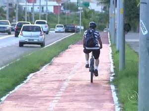 Ciclistas de Sorocaba reclamam da falta de segurança nas ciclovias (Foto: Reprodução/TV TEM)