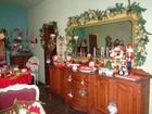 Baiana coleciona objetos natalinos e o próprio lar vira 'casa de Mamãe Noel'