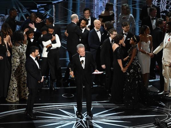 A confusão no palco da edição de 2017 da cerimônia do Oscar (Foto: Getty Images)