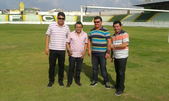 Diretoria do Paragominas com o novo treinador Fran Costa (Foto: Ascom/Paragominas )