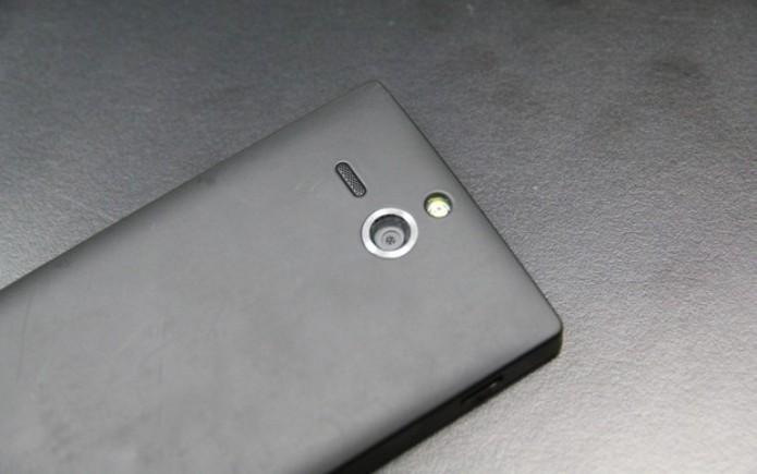 Xperia U possui câmera de 5 megapixels e flash LED (Foto: TechTudo)