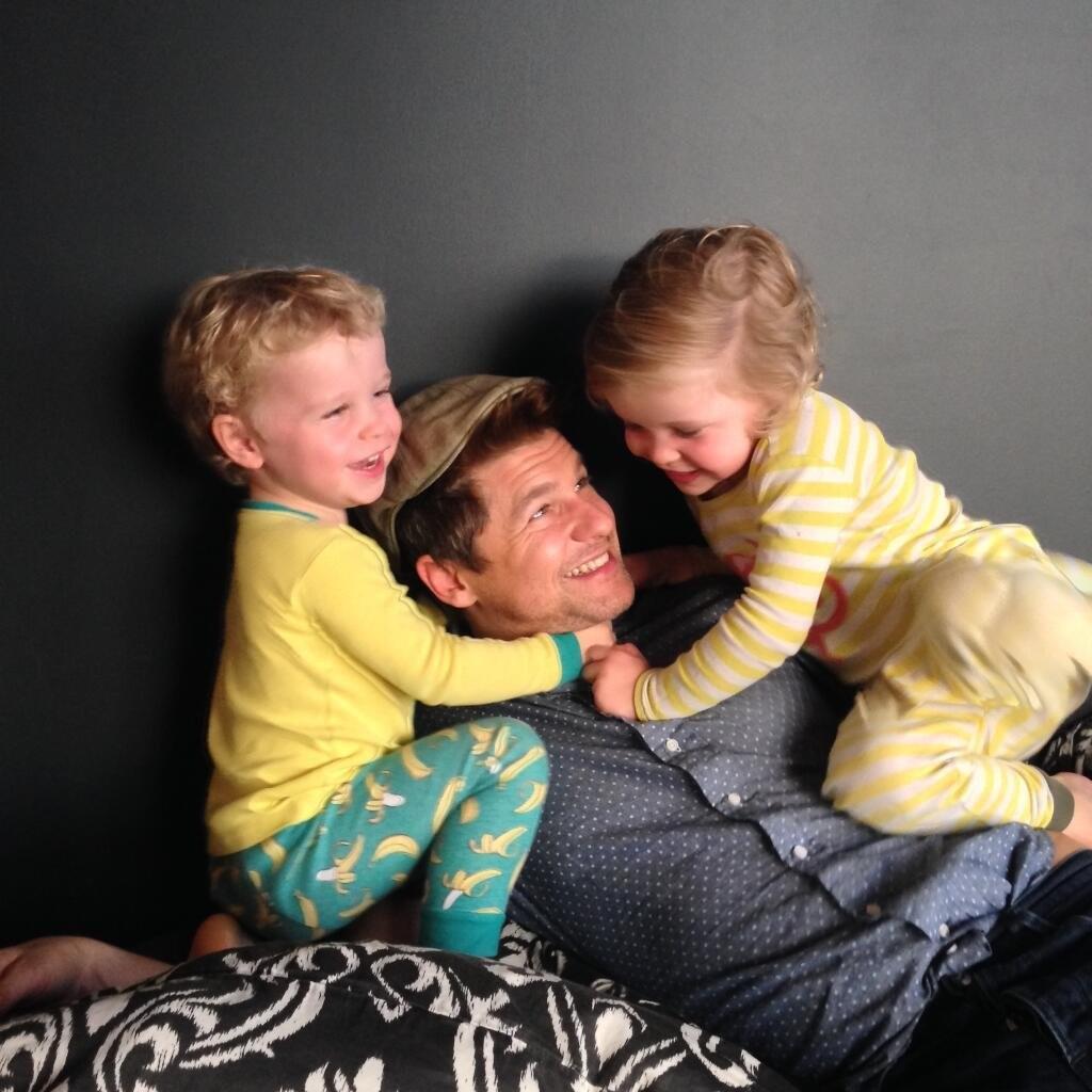 David Burtka e os filhos gêmeos (Foto: Instagram)