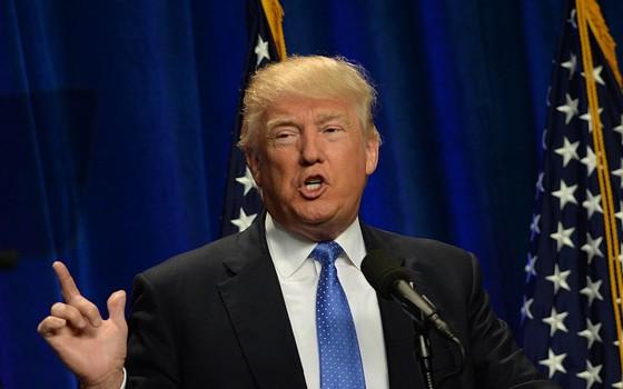 Na segunda (13), em New Hampshire, Donald Trump fala a correligionários sobre o ataque à boate Pulse, em Orlando (Foto: Getty Images)