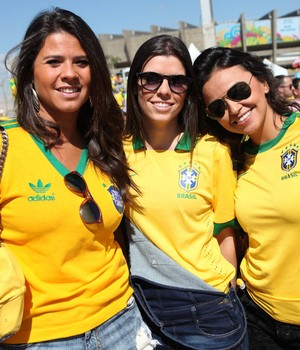 FOTOS: Mineirão recebe 'seleção'  de musas para Brasil x Chile (Mateus Baranowski/G1)