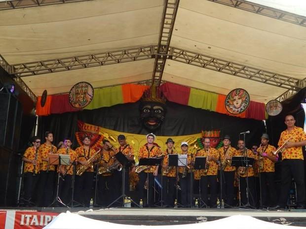 Antônio Edivaldo da Silva toca no carnaval de Bezerros há mais de 20 anos (Foto: Antônio Edivaldo da Silva/Arquivo Pessoal)