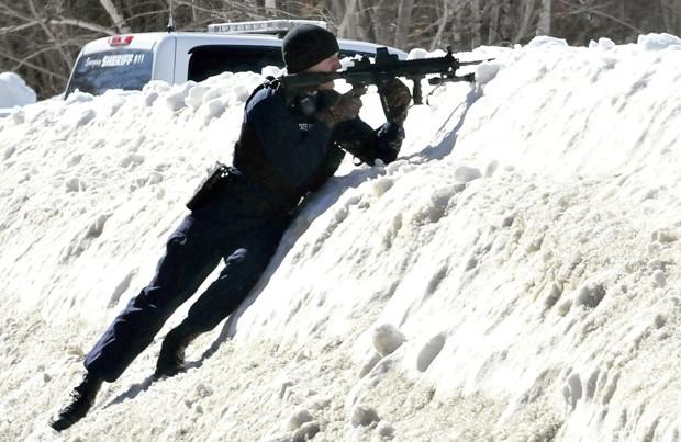 Polícia de Norridgewock chegou a montar operação especial com policiais fortemente armados após mal entendido (Foto: Morning Sentinel, David Leaming/AP)