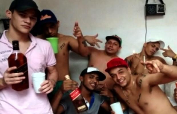 Presos fazem festa com whisky dentro de presídio em Rio Verde, Goiás (Foto: Reprodução/TV Anhanguera)