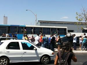 Por conta do acidente, trânsito na via ficou complicado (Foto: Basílio Almeida/Arquivo Pessoal)