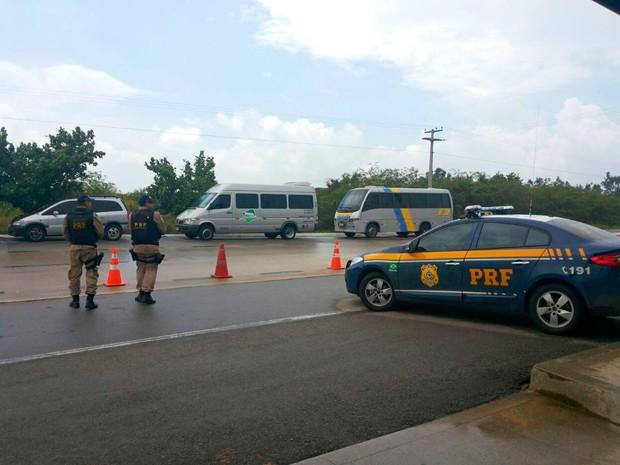 Operação de combate ao transporte clandestino continua neste domingo no RN (Foto: Divulgação/PRF)
