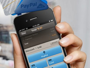 PayPal Here, que é acoplado a celulares. (Foto: Reprodução)