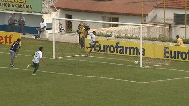 Francana comemora gol diante do ASA, Copa São Paulo (Foto: Márcio Meirelles / EPTV)