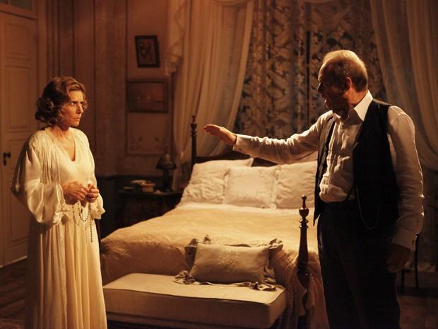 Jesuíno fica possesso com o pedido da esposa (Foto: Gabriela / TV Globo)