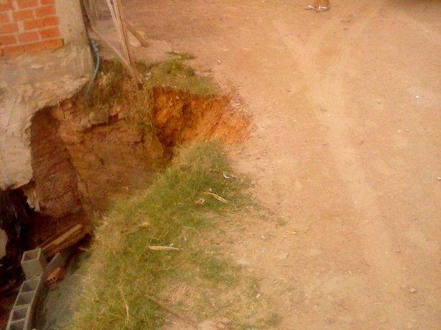 Moradora de Piracicaba reclama de falta de asfalto em via (Foto: Sonia Ramalha/ Arquivo Pessoal)