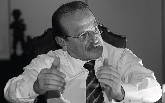 Tarso Genro, ministro da Justiça em 2003,ao anunciar um plano nacional de segurança (Foto: Alan Marques/Folhapress)