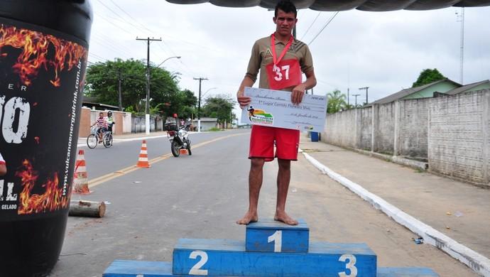 Agricultor Daísio Rodrigues Lau vence Corrida Floersta Viva em Cruzeiro do Sul (Foto: Vanisia Nery/G1)
