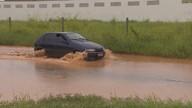 Chuva deixa ruas de Porto Velho alagadas
