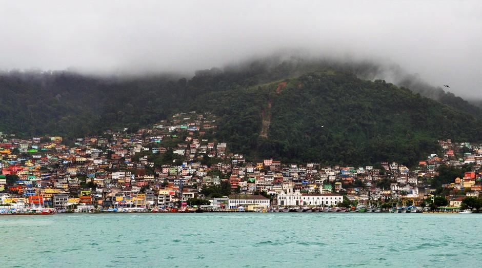 Angra dos Reis, no Rio de Janeiro: crise do governo levou empresários a consertar viaturas da PM (Foto: Wikicommons)