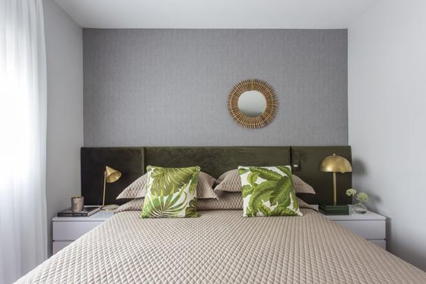 Apartamento de 130 m² ganha visual retrô em tons de cinza e verde (Foto: Thiago Travesso/Divulgação)