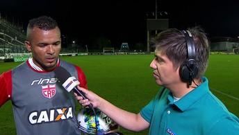 Emocionado, Zé Carlos dedica vitória aos funcionários do CRB