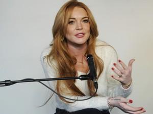 20/01 - Lindsay Lohan fala de seu novo filme 'Inconceivable' no Festival de Sundance 2014. (Foto: Chris Pizzello/Invision/AP)
