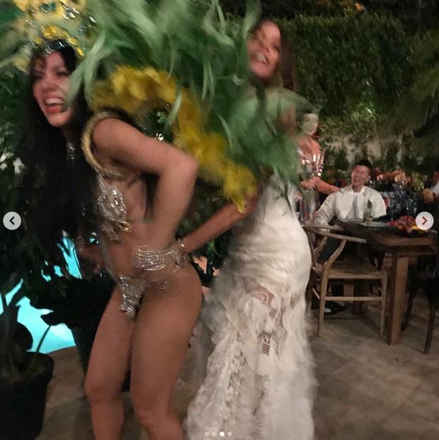 Sofia Vergara e dançarina (Foto: Reprodução / Instagram)