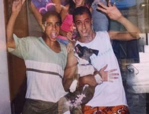 Camilo Sanvezzo e seu primo Bruno, Álvares Machado - foto antiga (Foto: Bruno Henrique Sanvezzo / Arquivo Pessoal)