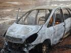 Carro pega fogo após pane no motor na LMG-827 em Bambuí