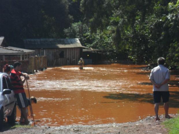 enchente (Foto: Edna Aparecida Lopes Dias)
