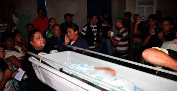 Sogra foi encontrada morta, nua e encoberta por um lençol no quintal de casa, em Mossoró (Foto: Marcelino Neto)