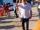 Prefeito de Cabo Frio parte para cima de servidores em confusão; veja vídeo