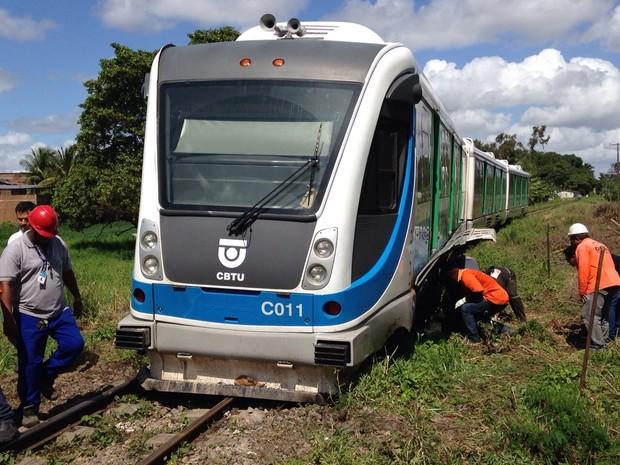 VLT descarrila em João Pessoa no bairro do Róger (Foto: Walter Paparazzo/G1)
