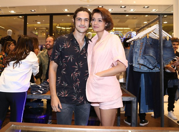 Gabriel Leone e Sophie Charlotte (Foto: Anderson Borde/AgNews)