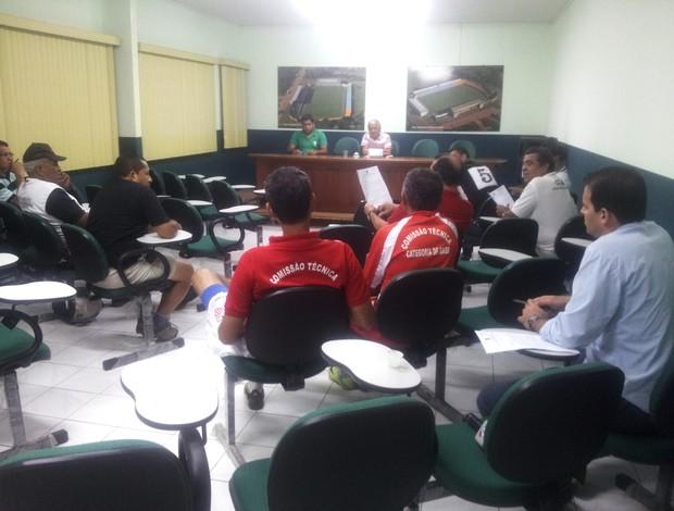 Clubes acreanos se reúnem na sede da Federação de Futebol do Acre (Foto: João Paulo Maia)