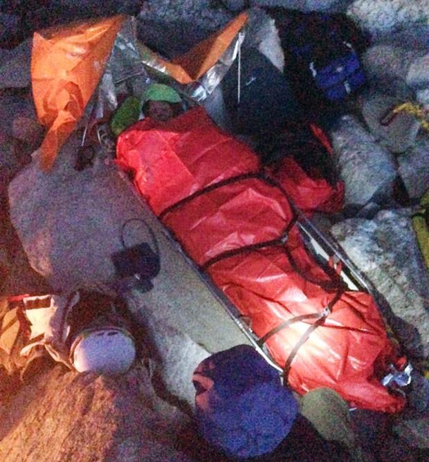 Mulher passou a madrugada em local de acidente aguadando sua retirada (Foto: Priest Lake Search & Rescue, Mike Nielsen/AP)