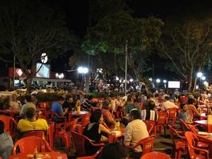 Praça do Eldorado é um dos points mais frequentados na noite manauara e deve receber grande demanda de turistas durante a Copa do Mundo (Foto: Marcos Dantas/G1)
