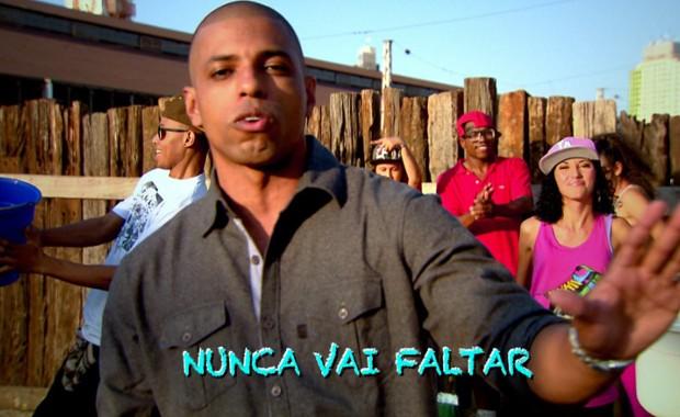 Campanha promove economia no consumo de água com rap e dança (Foto: Reprodução / EPTV)