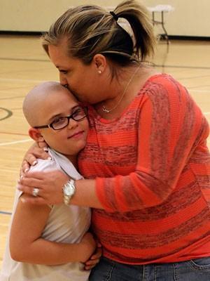 A mãe de Kamryn, Jamie Renfro, iniciou campanha nas redes sociais em apoio à decisão da filha (Foto: Christopher Tomlinson/The Grand Junction Daily Sentinel/AP)