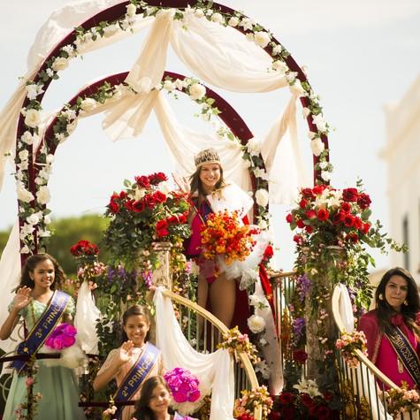 Alice Wegmann será Shirley, que desfilará pela cidade como Miss Esperança em 'Em família' (Foto: TV Globo/João Miguel Junior)